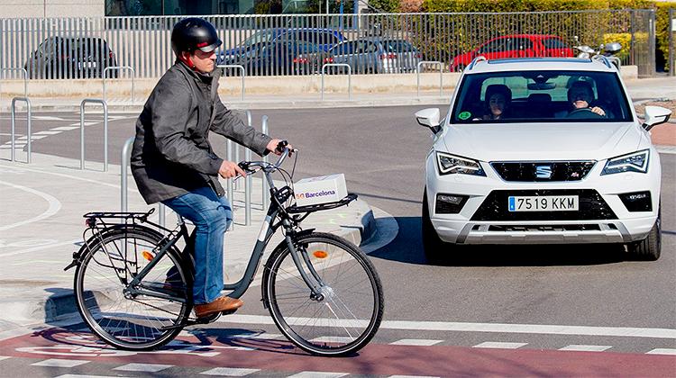 Mit 5G vernetzte Fahrzeuge könnten helfen, die Verkehrssicherheit zu verbessern.