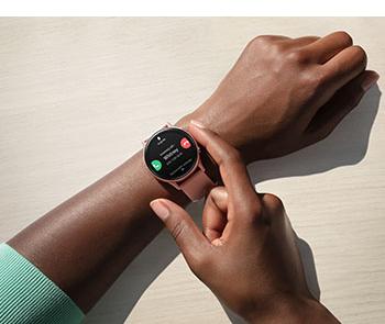Weltpremiere: Smartwatch mit digitaler Lünette