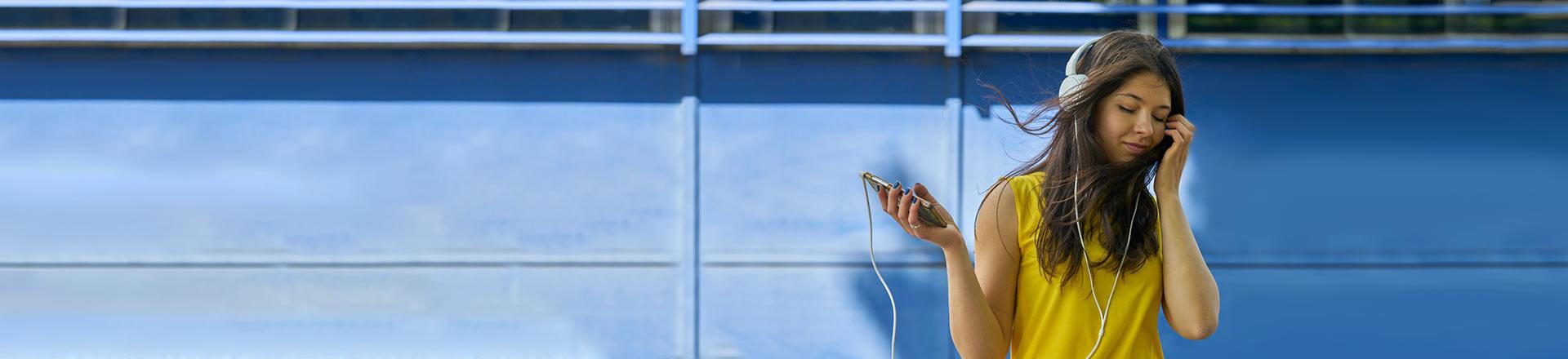 Beste Musik-App: Frau hört Musik