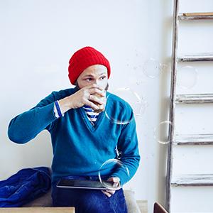 Wechselservice Mann trinkt Kaffee